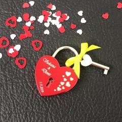 Ljubezenska ključavnica z gravuro srce - rdeča (različni motivi)